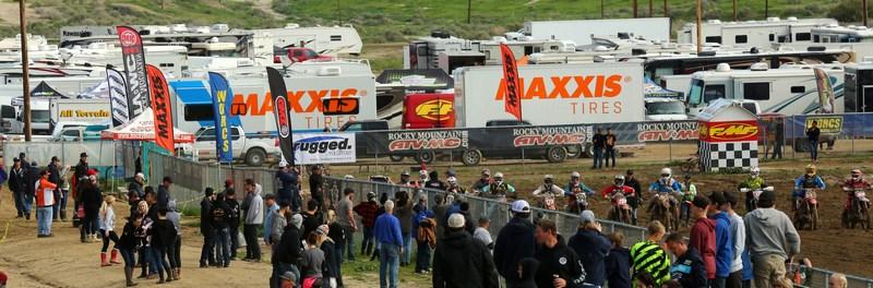 2017-03-large-crowd-worcs-racing